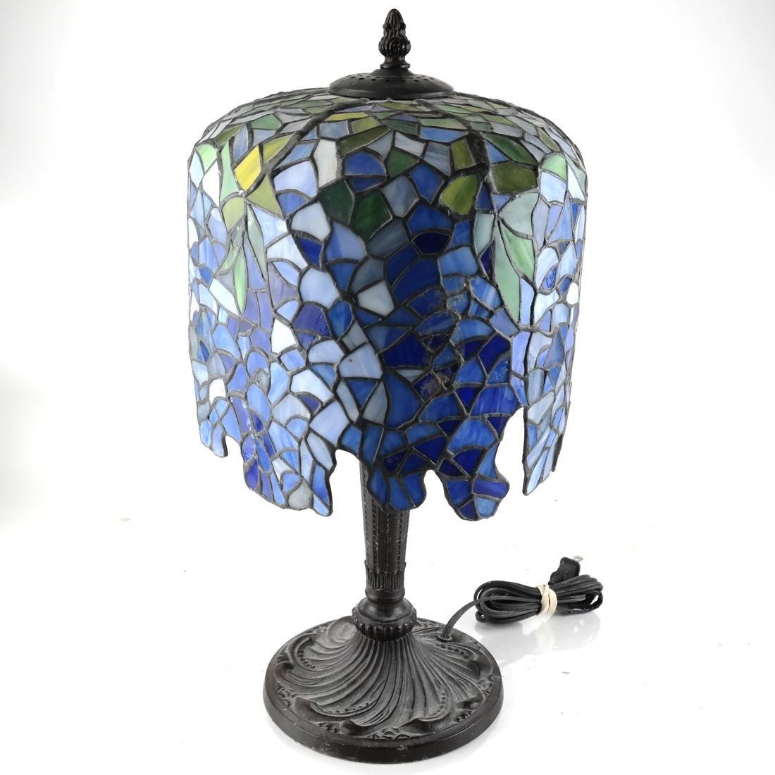 Tiffany-Style Wisteria Design Table Lamp