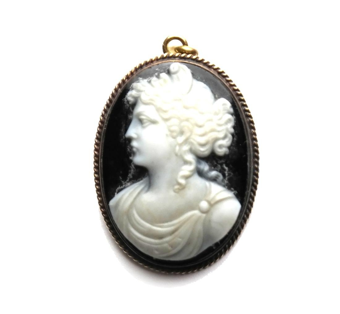 Agate Cameo with 14k Bezel