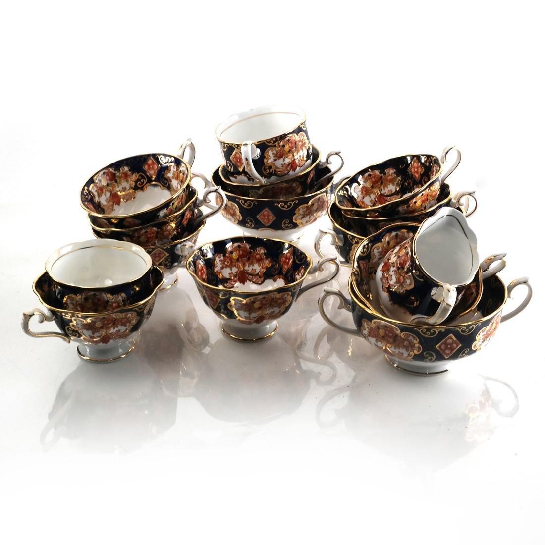"""Royal Albert """"Heirloom"""" Dinnerware - 4"""