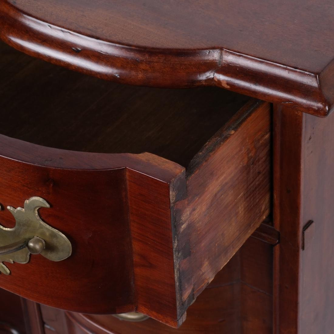 18th C. American New England Kneehole Desk - 2