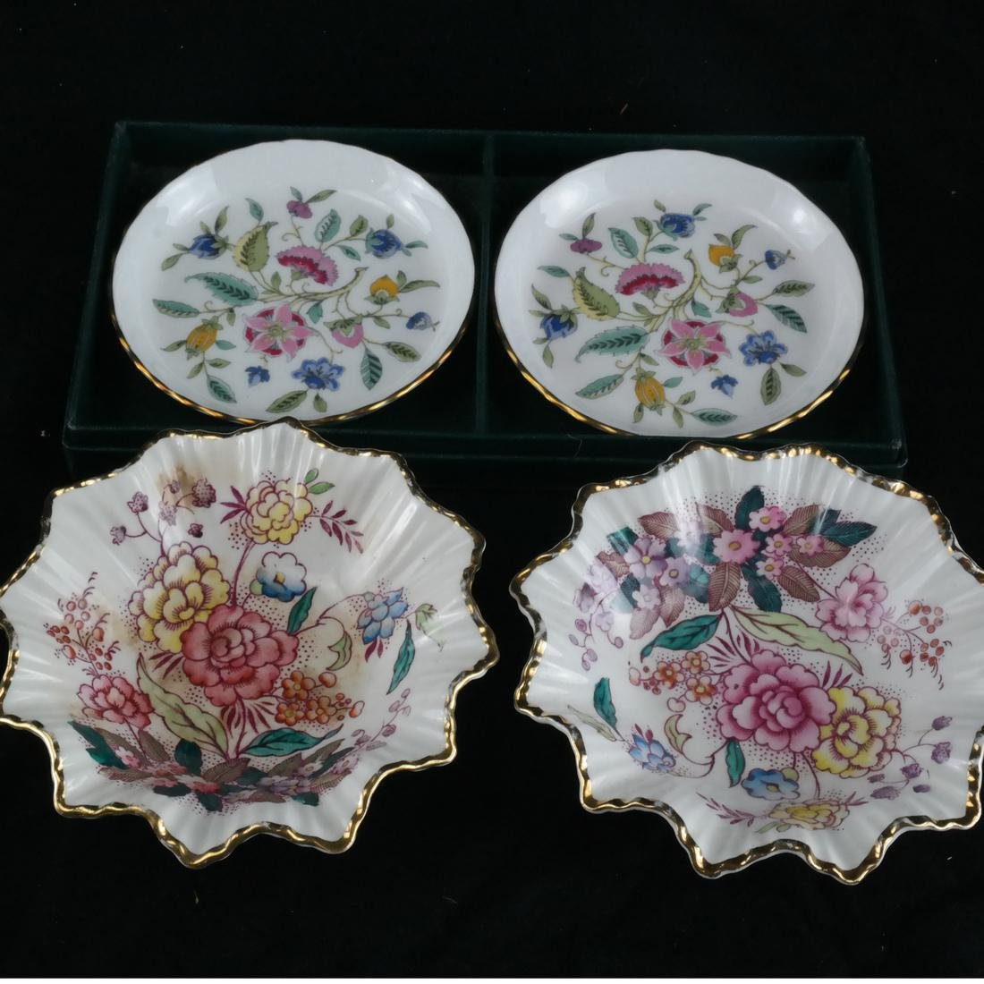 Mixed Group of Porcelain, Decorated Objects - 2