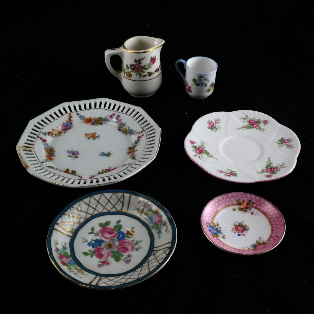 Mixed Group of Porcelain, Decorated Objects - 5