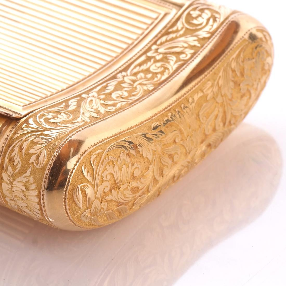 French 18k Gold Snuff Box - 5