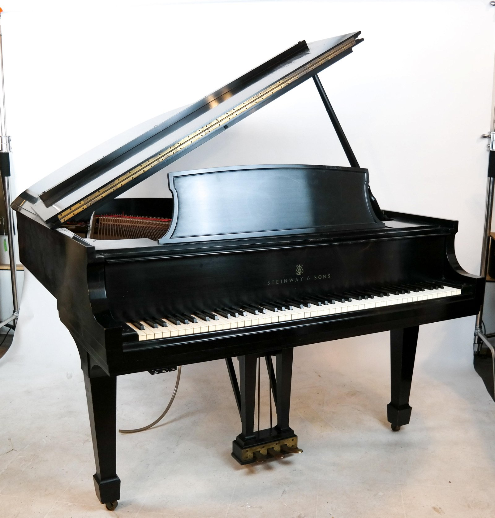 """Steinway & Sons Grand Piano """"L"""" Model 1966"""