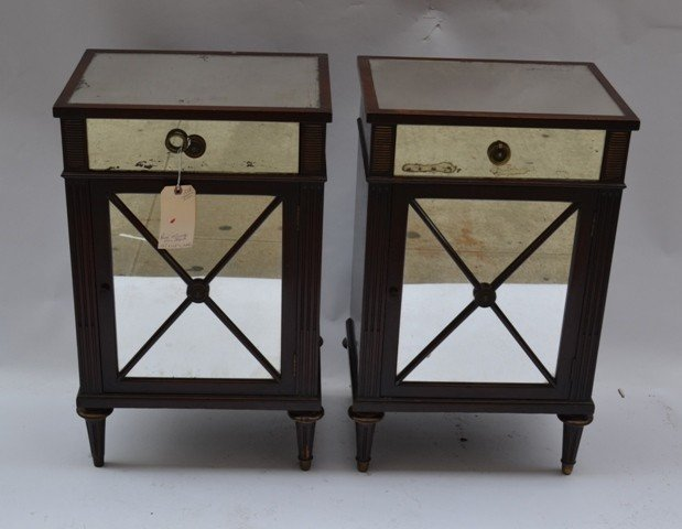 7: Pair of Mid-Century Hollywood Regency End Tables