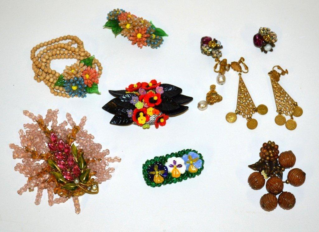 593: Miriam Haskell Wood & Glass Jewelry