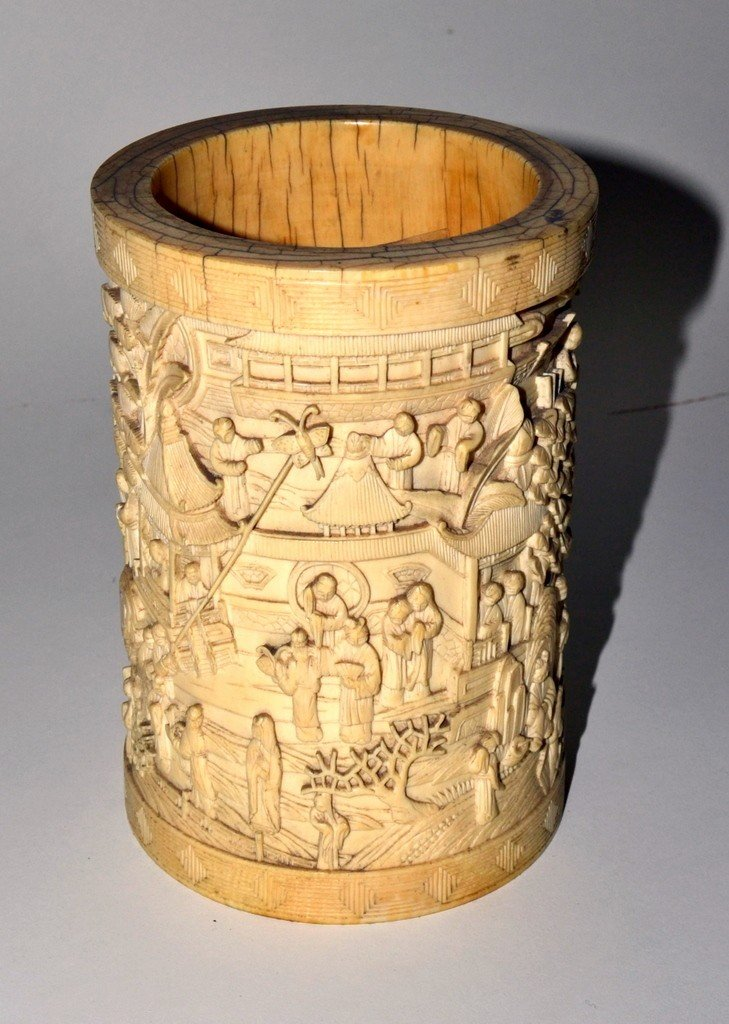 791: Ivory Relief Vessel