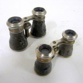 17: Vintage Men's & Women's Sporting Binoculars