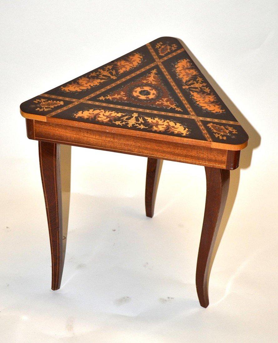 18: Musical Triangular Table