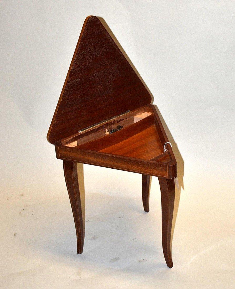 18: Musical Triangular Table - 4