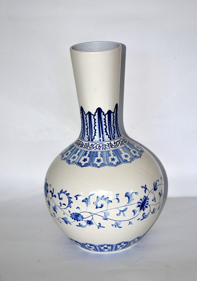 91: Chinese Blue & White Vase