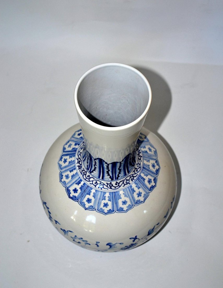91: Chinese Blue & White Vase - 5