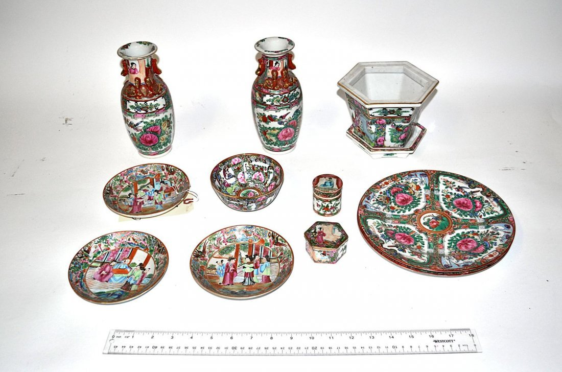 7: Assorted Chinese & Japanese Porcelain [12 items]