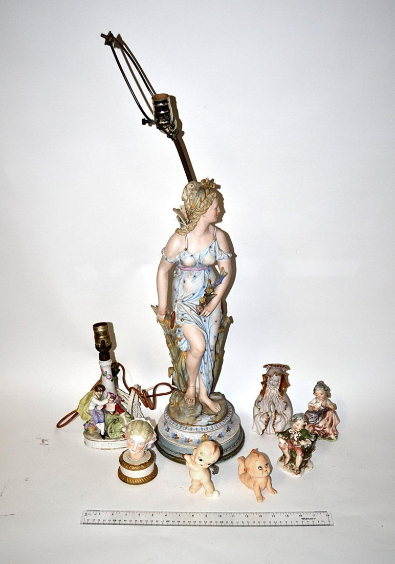 10: Assorted Ceramic Figural Group [8 Items]