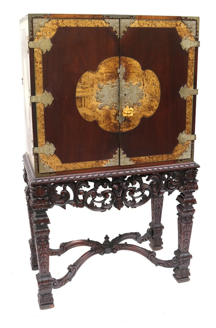 Early 20th Century Chinoiserie Cabinet