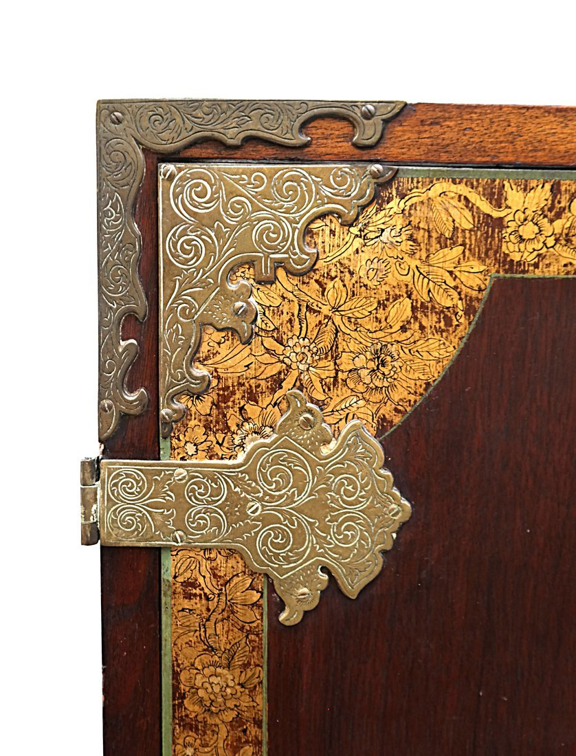 Early 20th Century Chinoiserie Cabinet - 8