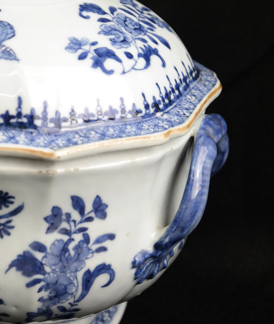 Chinese Export Porcelain Covered Tureen - 4