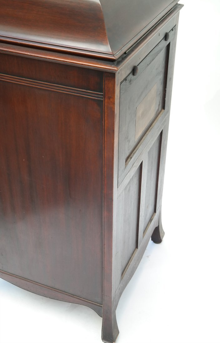 Victrola Phonograph and Case - 10