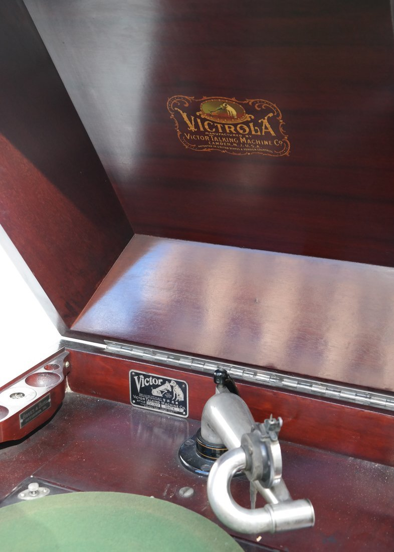 Victrola Phonograph and Case - 4