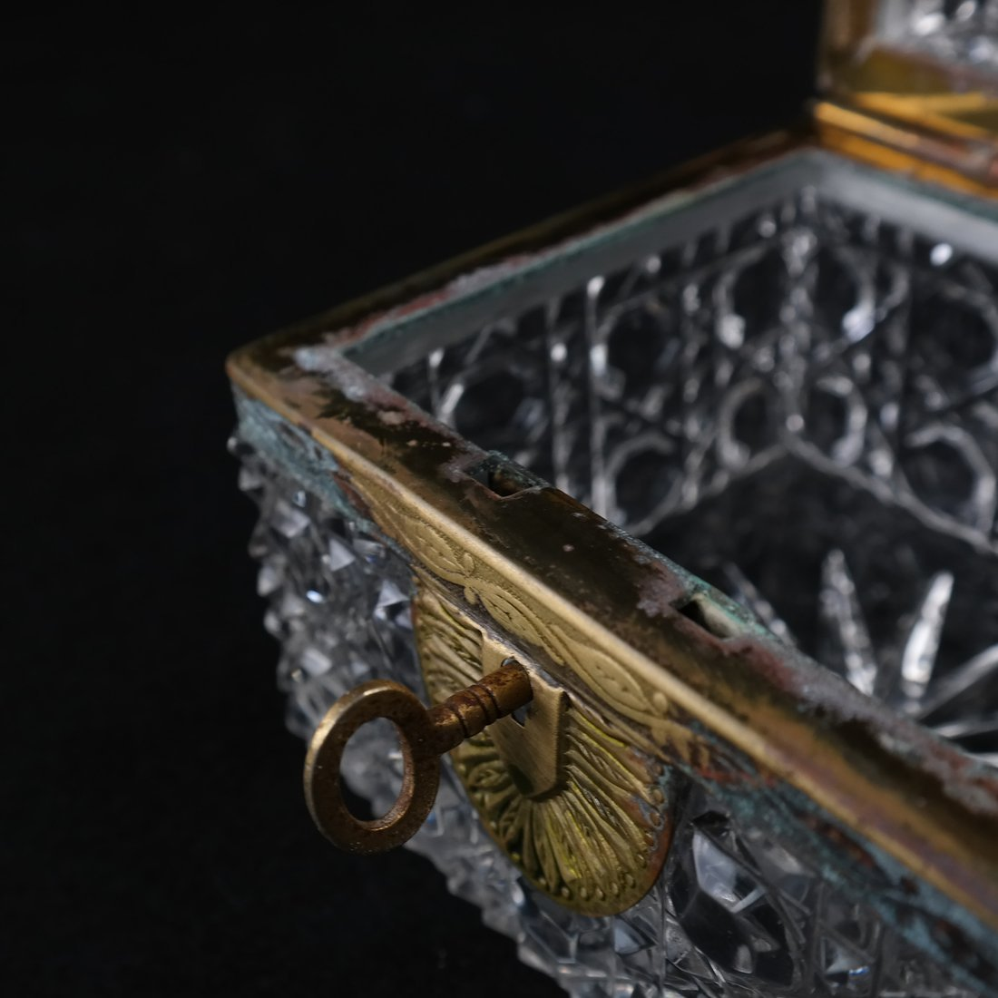 Fine Crystal Jewelry Box - 3
