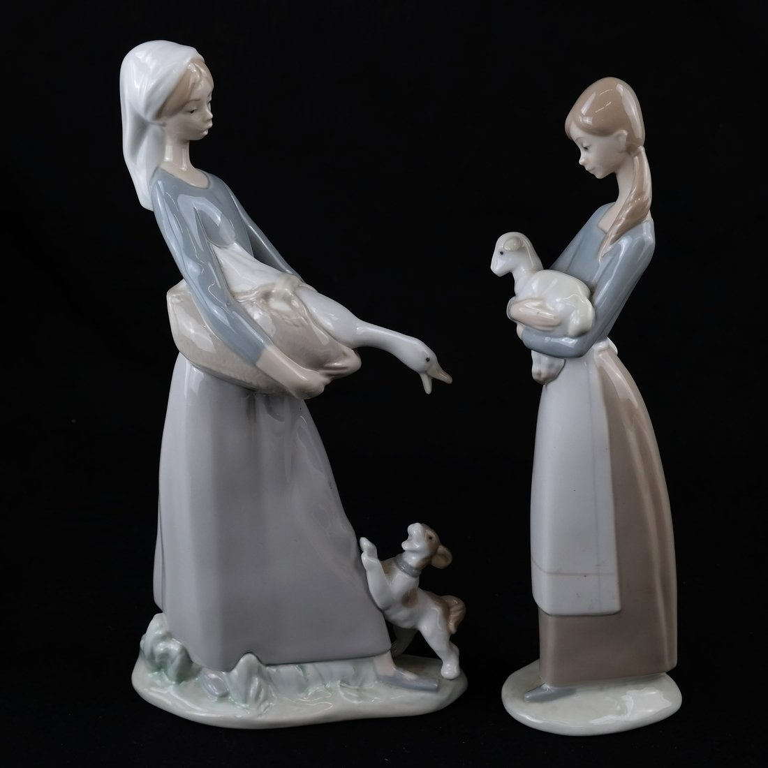 Two Lladro Female Figures - 6