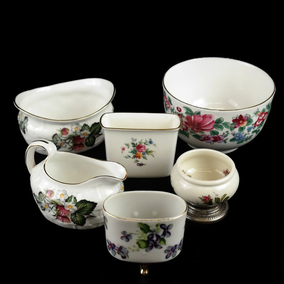 18 Assorted Porcelain Articles - 10