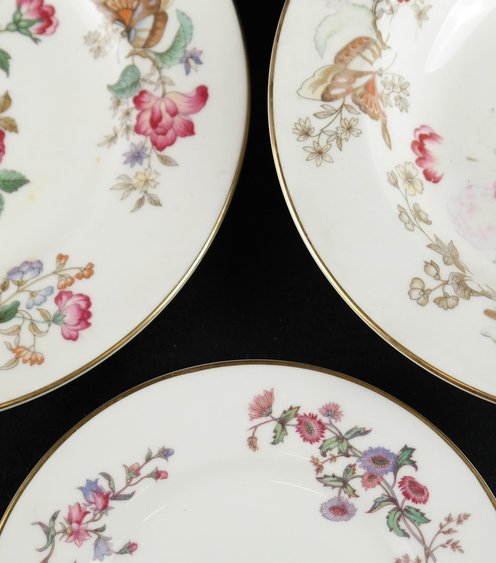 55 Pieces of English Porcelain - 4