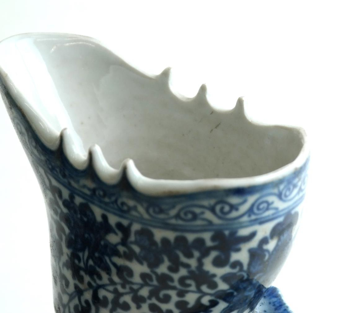 Two Chinese Rhyton Cups - 4