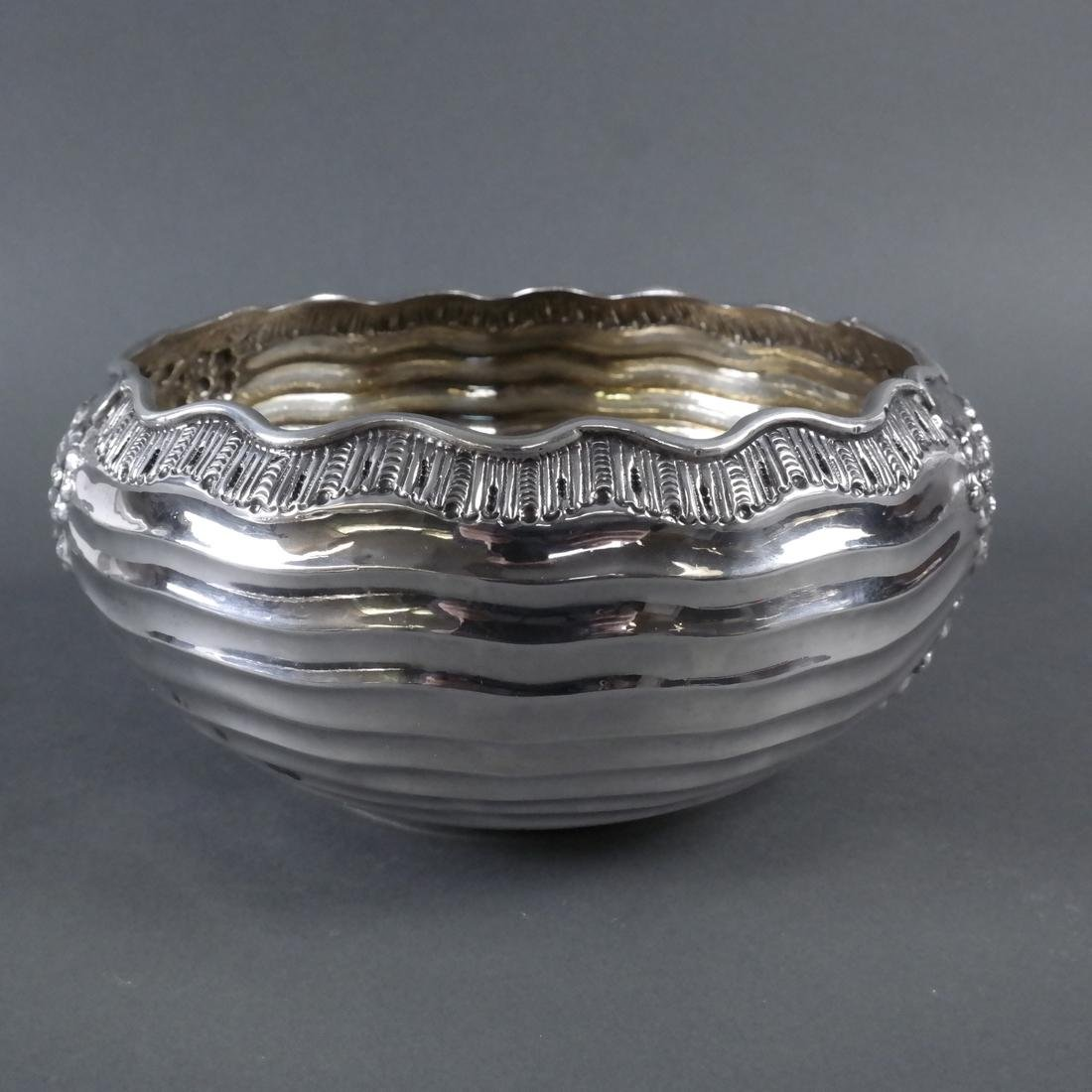 .900 Standard Silver Chased Foliate Bowl - 3