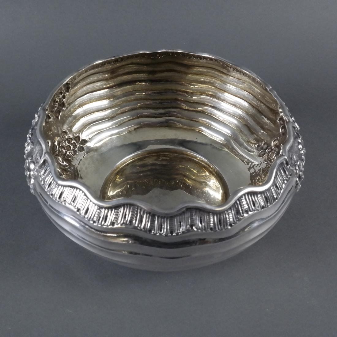 .900 Standard Silver Chased Foliate Bowl - 4