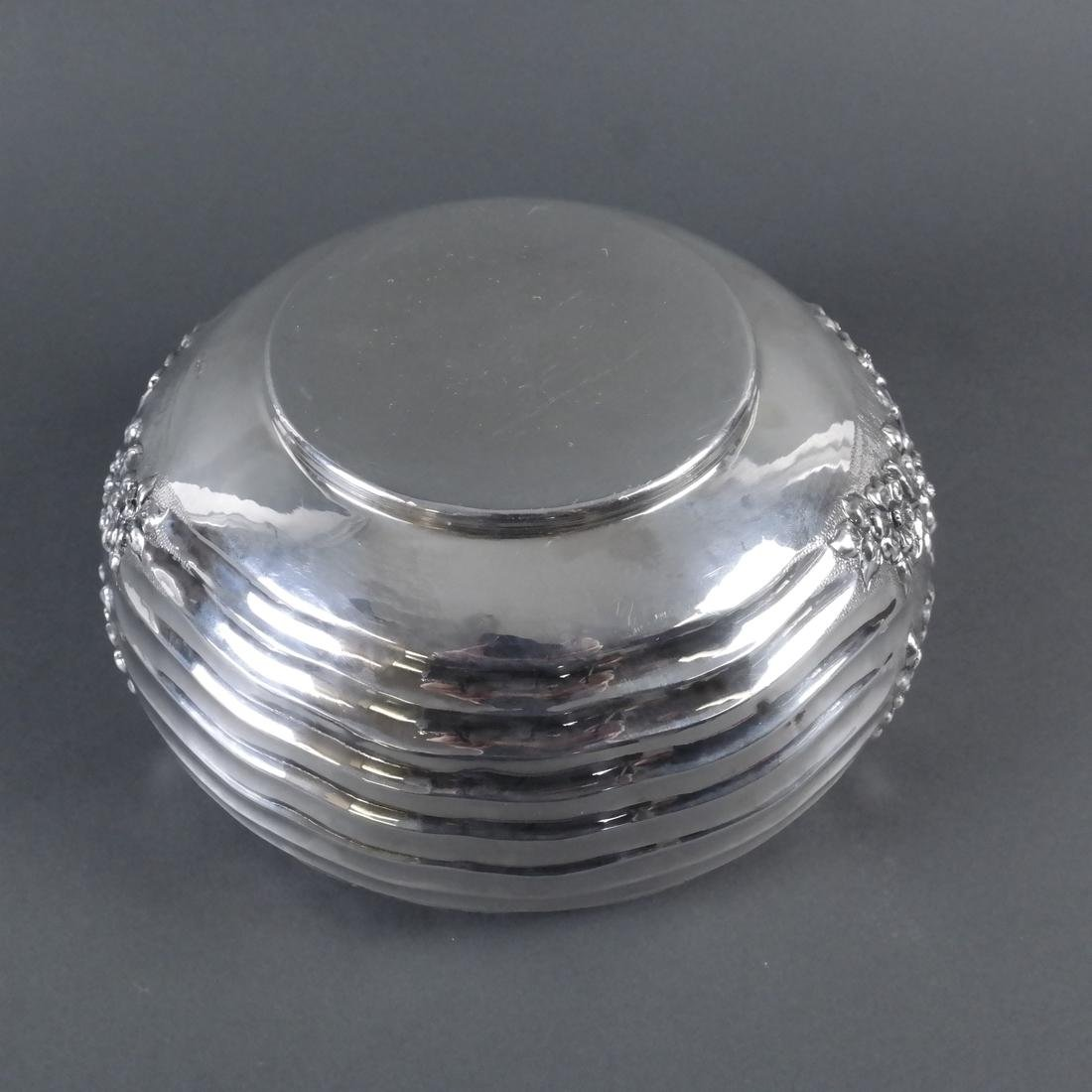 .900 Standard Silver Chased Foliate Bowl - 5