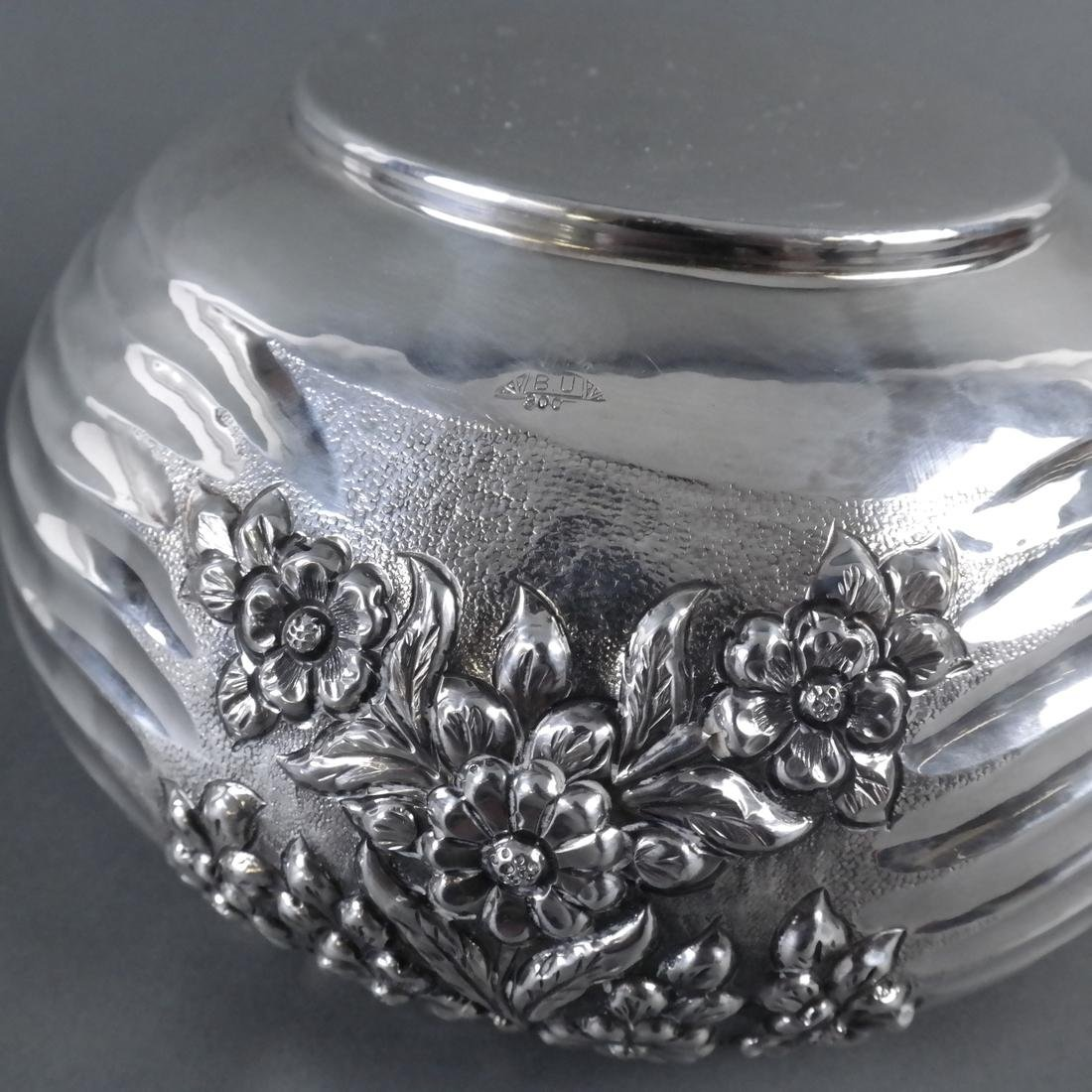 .900 Standard Silver Chased Foliate Bowl - 6