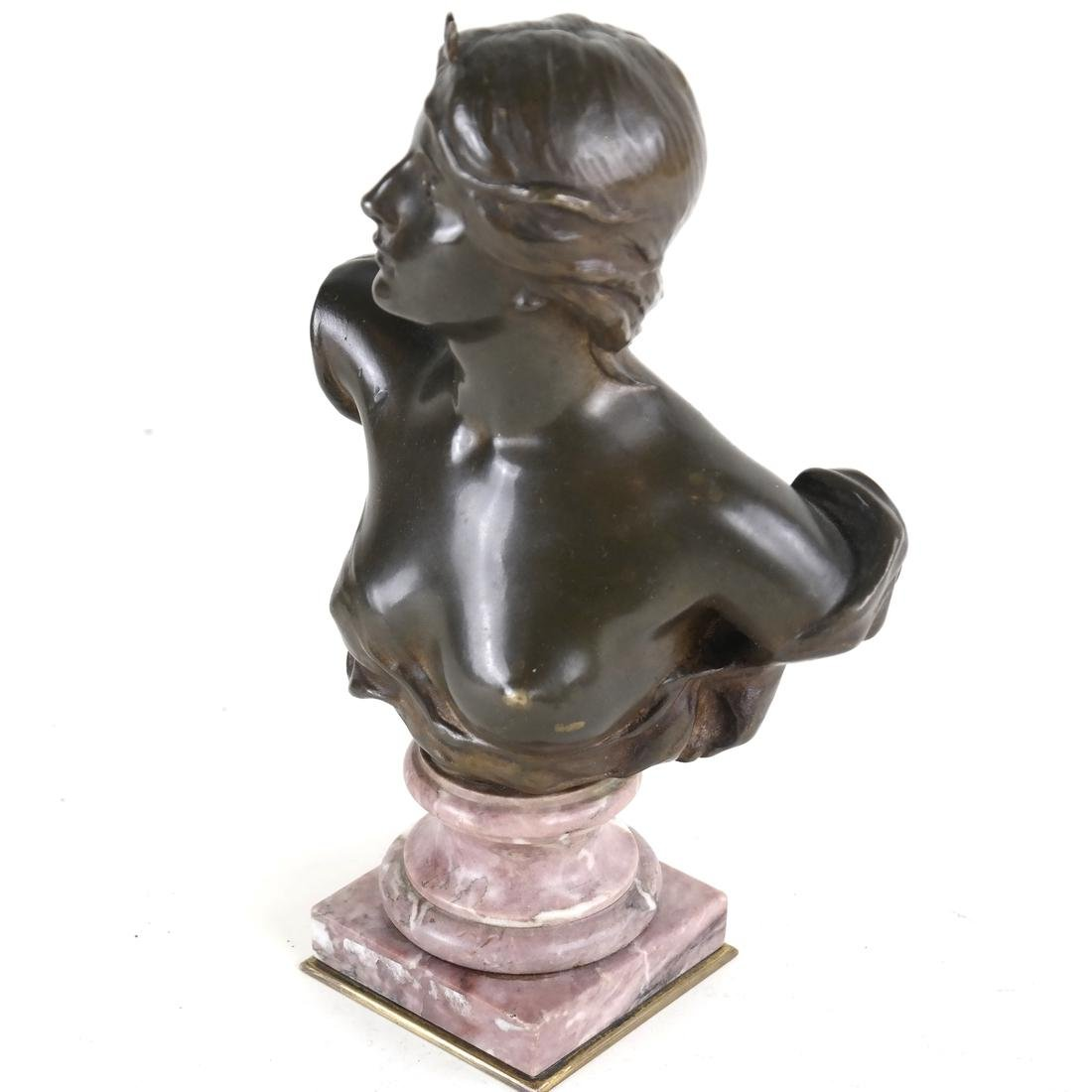 P. Sado, Bronze Bust Of A Lady - 4
