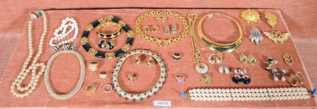 412: Lot of Costume Jewelry.  Necklaces, Rings, Pins.