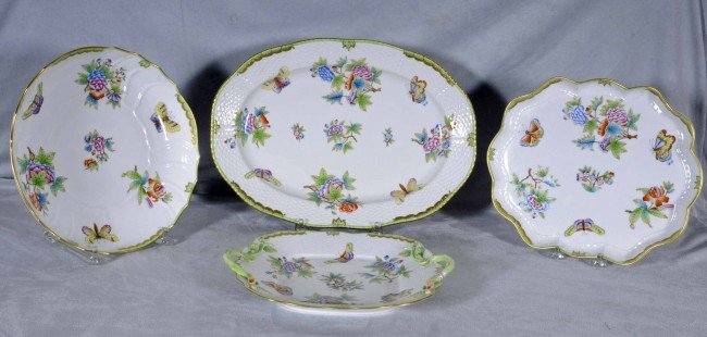 527: LOT OF 4 HEREND SERVING TRAYS. ALL DECORATED W/ MU