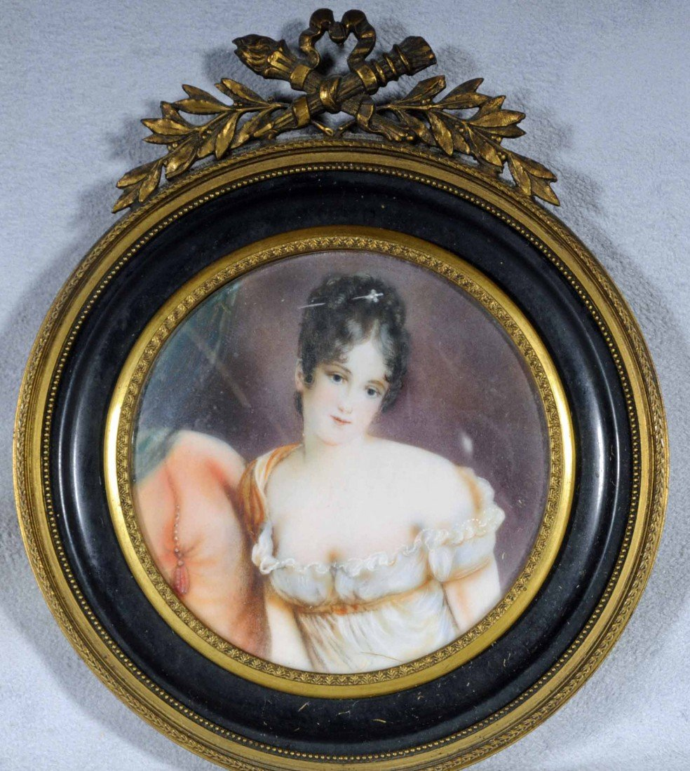 13: ROUND HAND PAINTED MINIATURE OF A LADY WEARING A WH