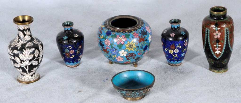 5: LOT OF 6 CHINESE CLOISONNE VASES. FLORAL DECORATION.