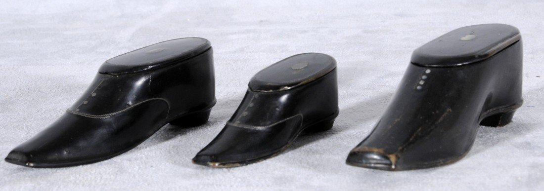 19: 3 ANTIQUE ENGLISH SHOE SHAPED SNUFF BOXES. M.O.P. D