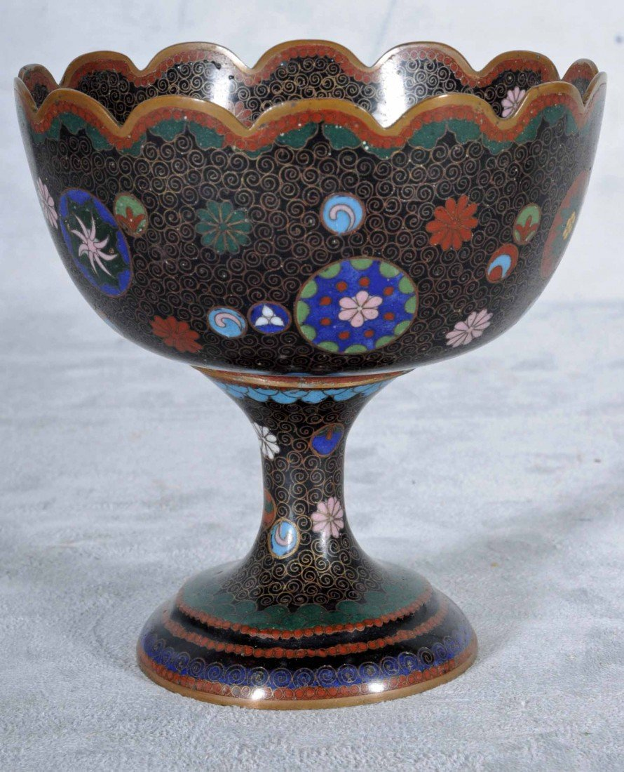 21: ANTIQUE CHINESE CLOISONNE PEDESTAL BOWL WITH A BLAC