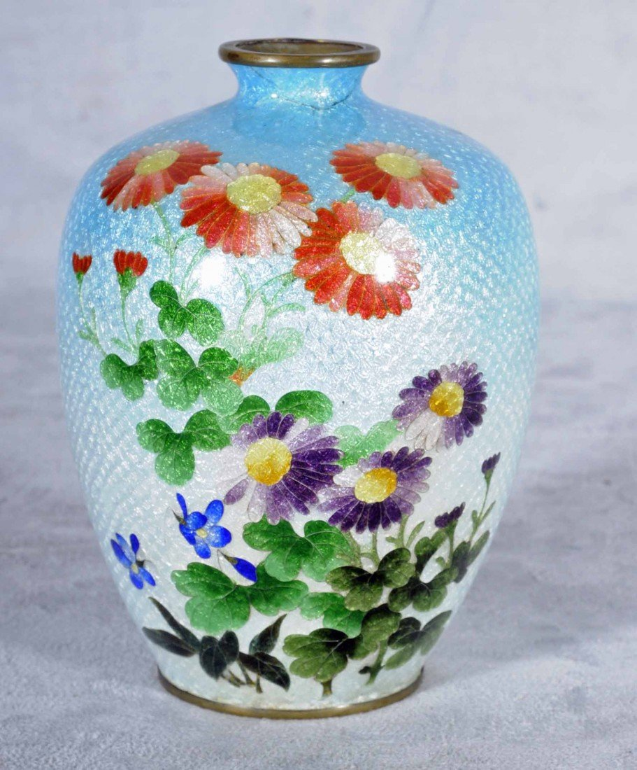 22: ANTIQUE JAPANESE FISH SCALE CLOISONNE VASE. LIGHT B