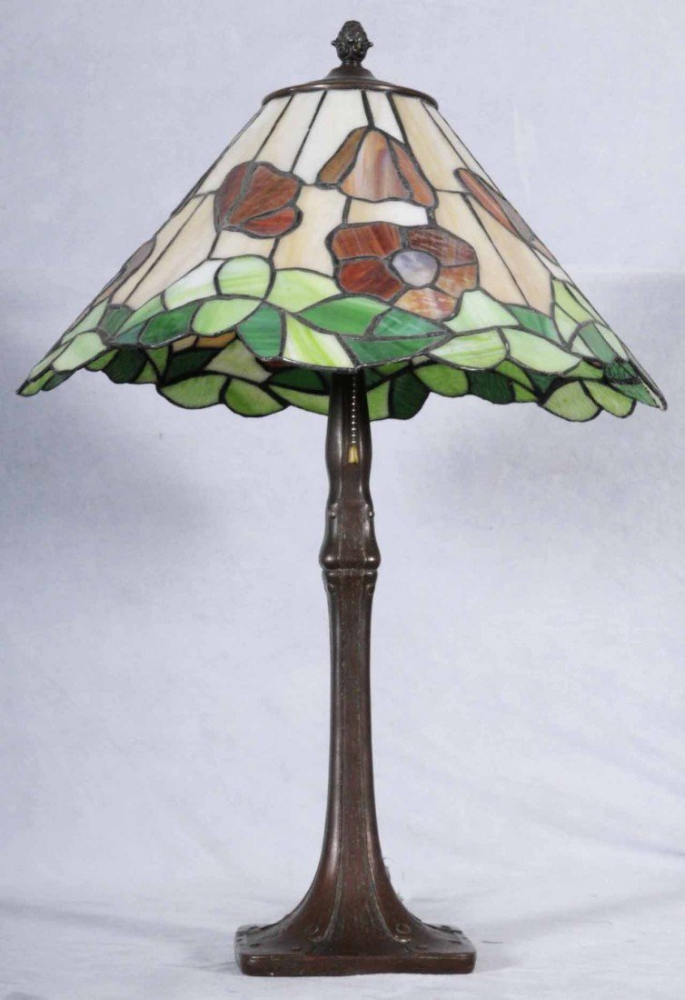 14: CONTEMPORARY ART GLASS TABLE LAMP W/ SHADE. LEADED