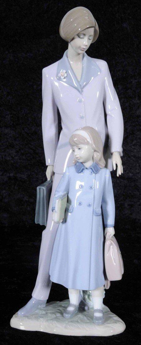 "16: LLADRO PORCELAIN FIGURE OF A MOTHER & CHILD. ENT. """