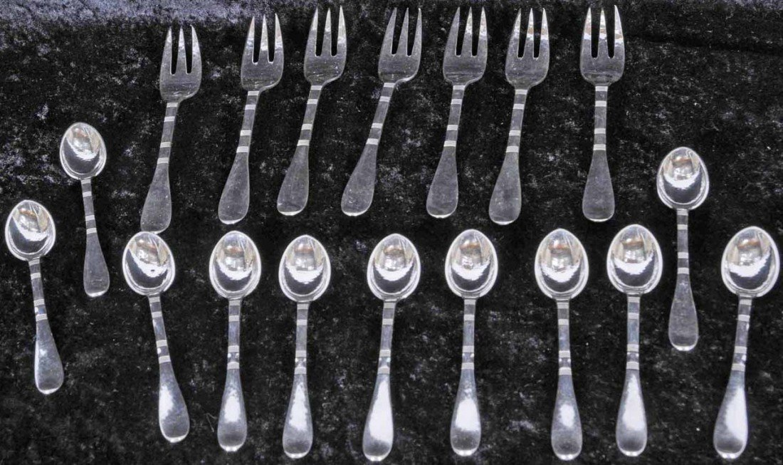 22: 18 PC. SILVER DESSERT SET. CONSISTING OF 11 SPOONS