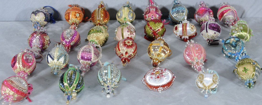 6: LOT OF 29 HAND MADE CHRISTMAS ORNAMENTS. MULTI-COLOR
