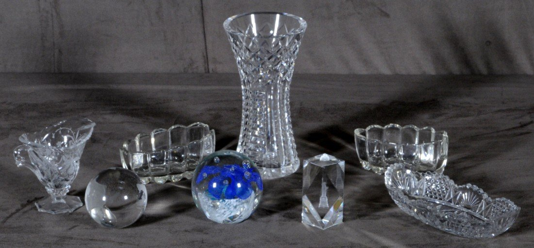7: LOT OF 8 GLASS PIECES. CONSISTING OF A VASE, PITCHER