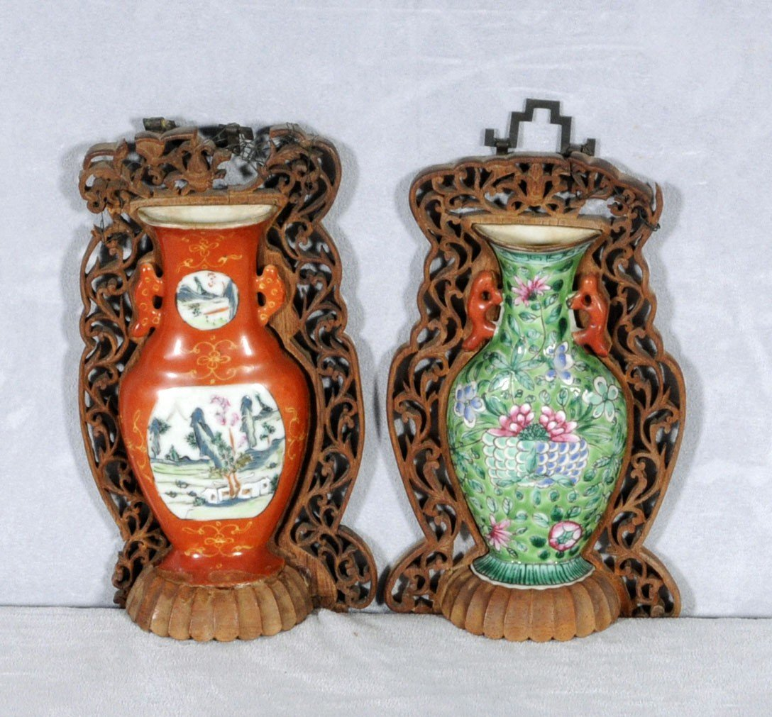 47: 2 CHINESE PORCELAIN WALL VASES. ONE IS RED WITH LAN