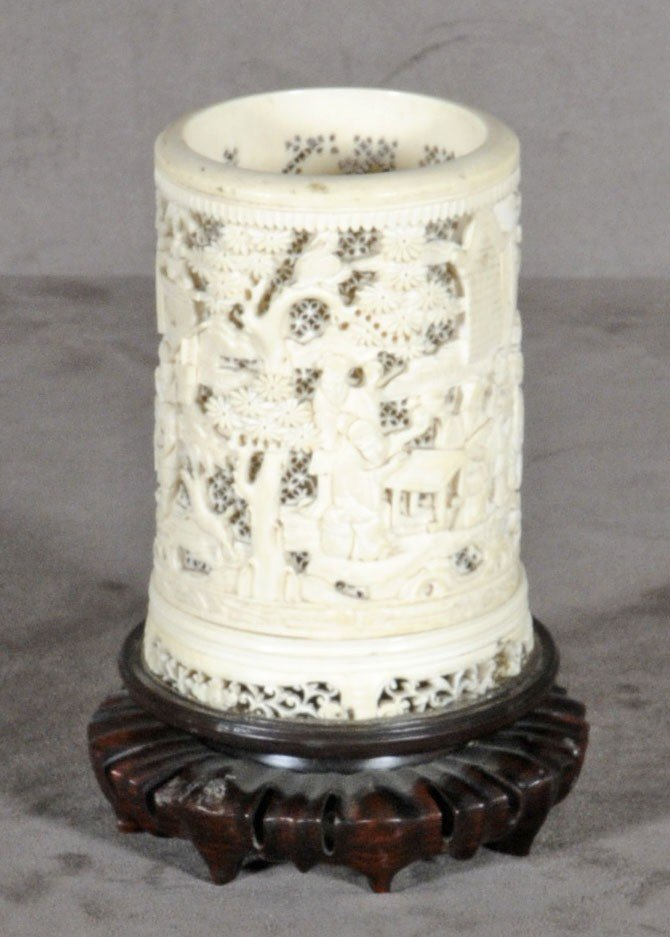 152: ANTIQUE CHINESE ROUND CARVED IVORY VASE. OPENWORK