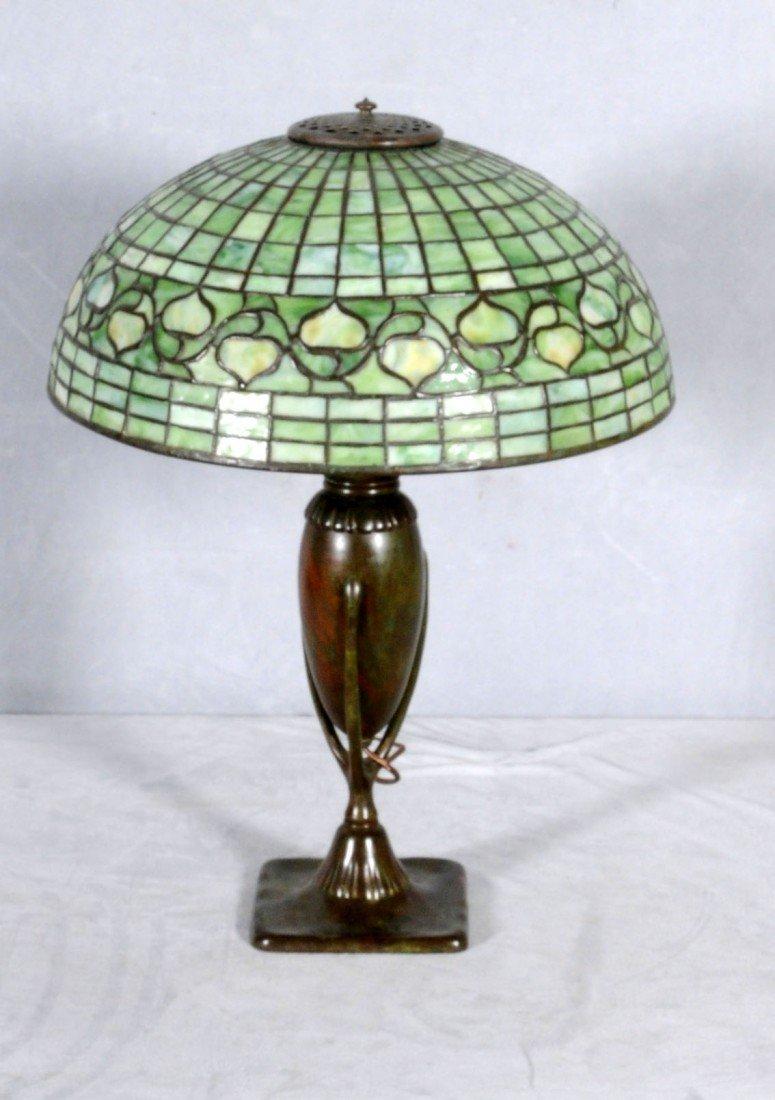 "171: TIFFANY STUDIO NEW YORK ART GLASS TABLE LAMP. 16"""