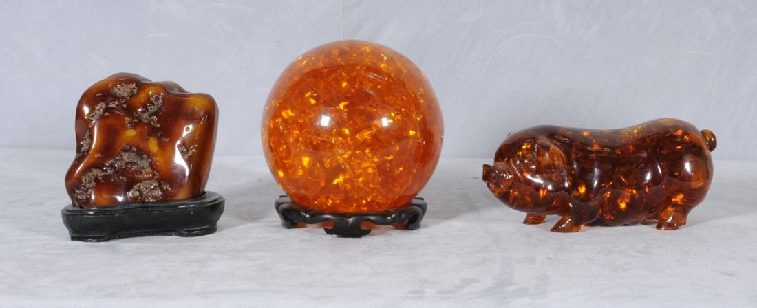7: 3 PIECES OF AMBER. CONSISTING OF A BALL, A PIG & A P