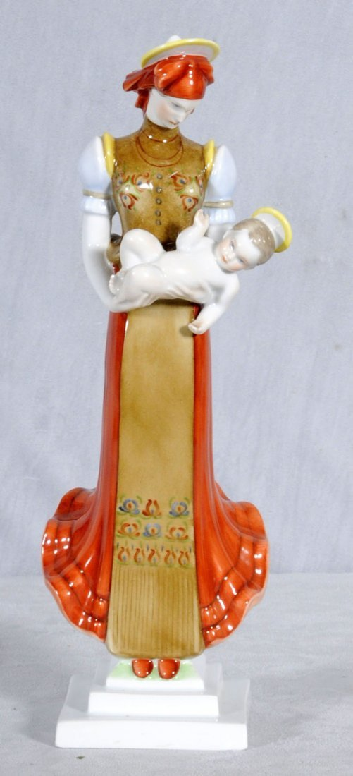 17: HEREND PORCELAIN FIGURE OF THE MADONNA & CHILD. MUL